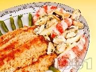 Рецепта Бяла риба мерлуза с морска салата от макарони, миди, скариди и сметана